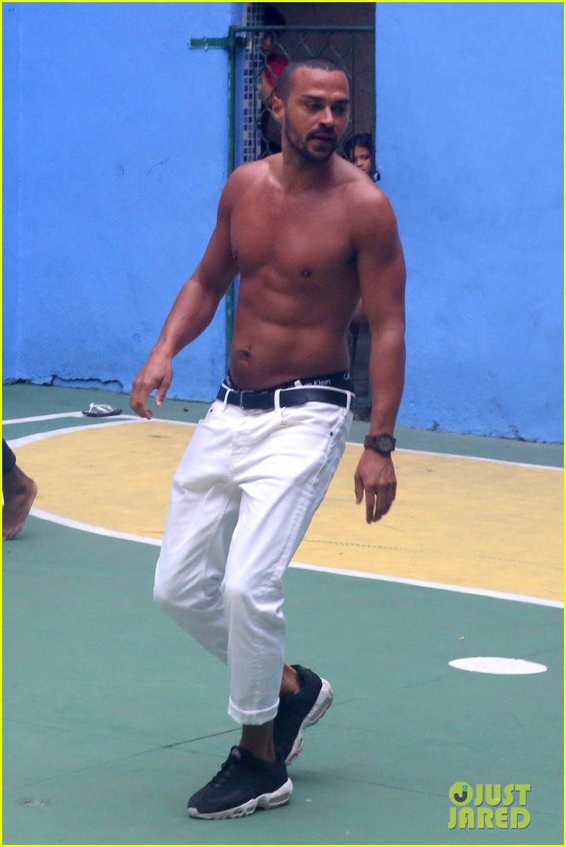 jesse williams goes shirtless bares ripped abs 014007636