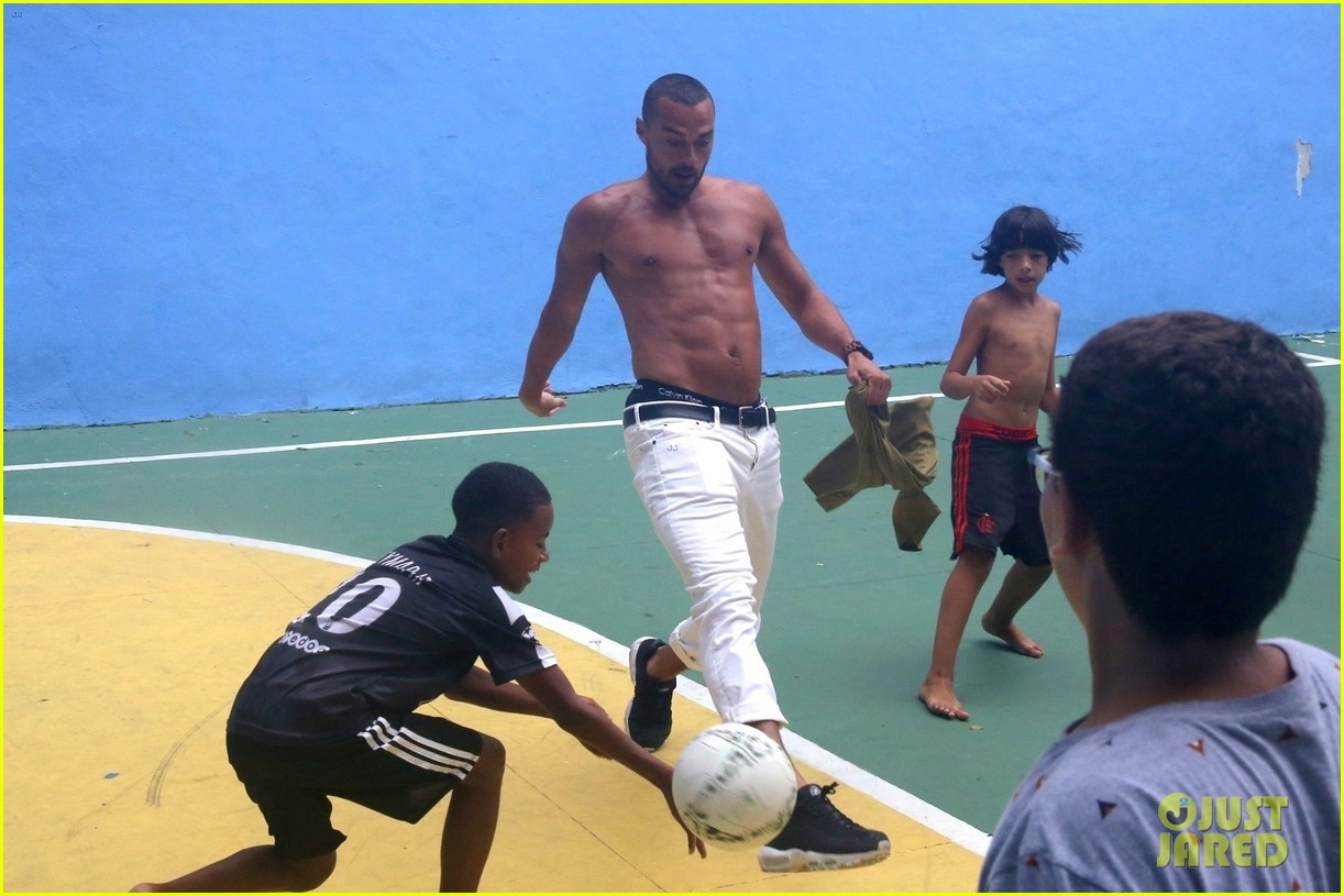 jesse williams goes shirtless bares ripped abs 024007637