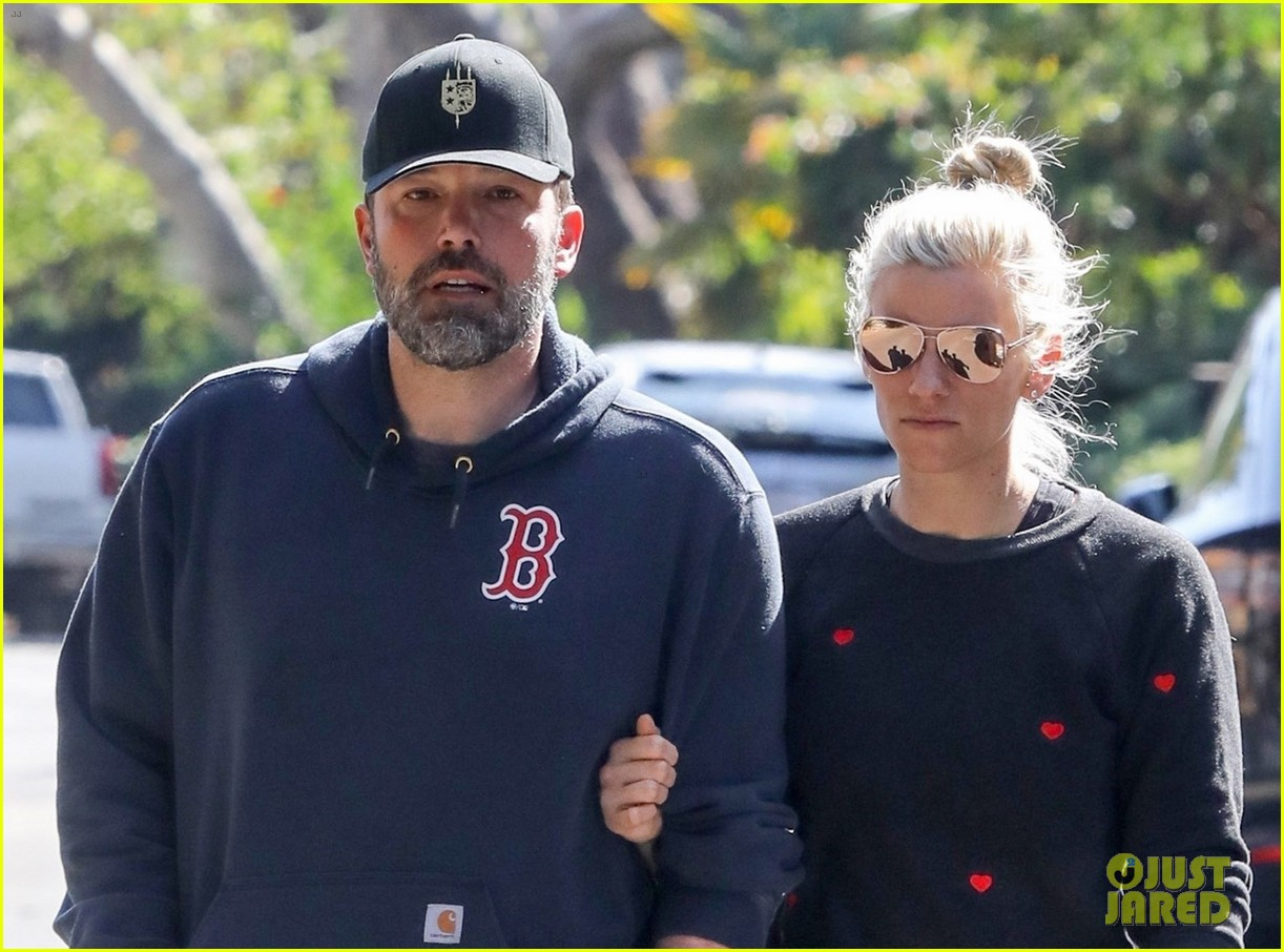 ben affleck and girlfriend lindsay shookus look smitten on morning walk 054034446