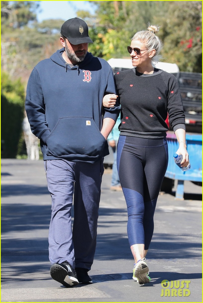ben affleck and girlfriend lindsay shookus look smitten on morning walk 064034447