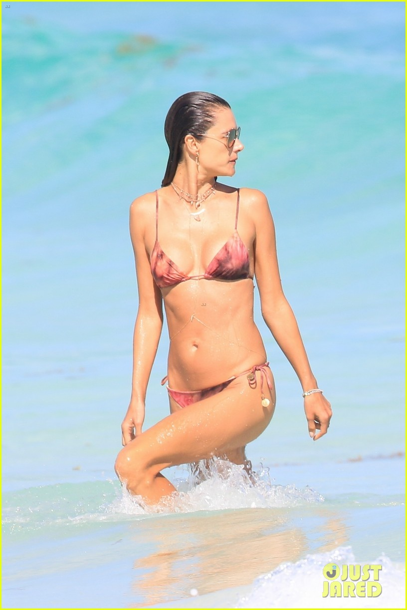 alessandra ambriosio beach mexico february 2018 044035477