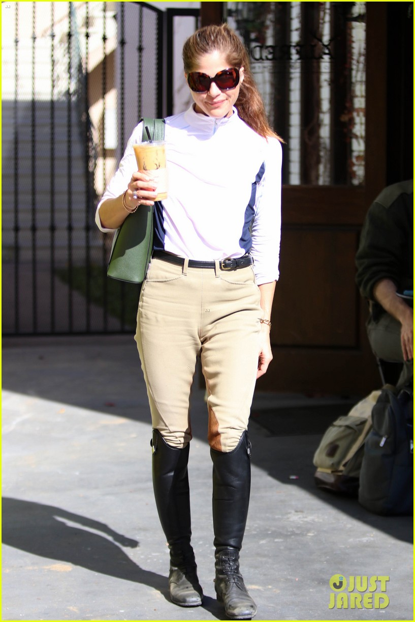 selma blair kicks off her day at the horse stables 014025281