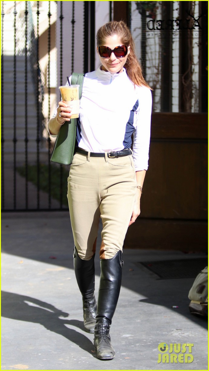 selma blair kicks off her day at the horse stables 094025289