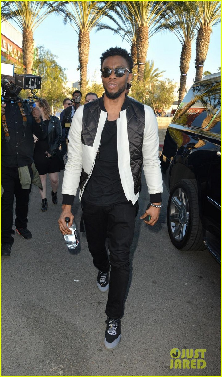 Chadwick Boseman Makes Surprise Appearance At Black Panther Screening Photo 4034922