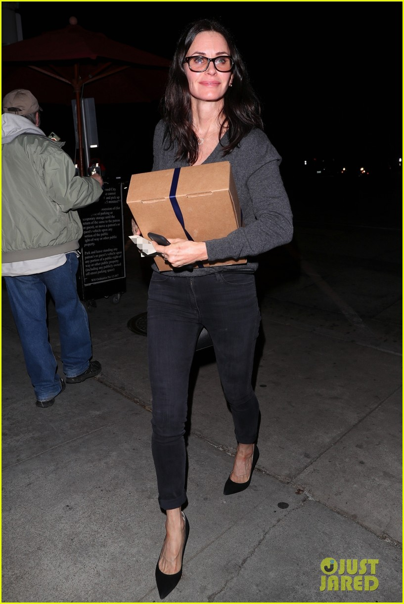 Courteney Cox Steps Out for Dinner in WeHo Amid Jennifer ... Jennifer Aniston News