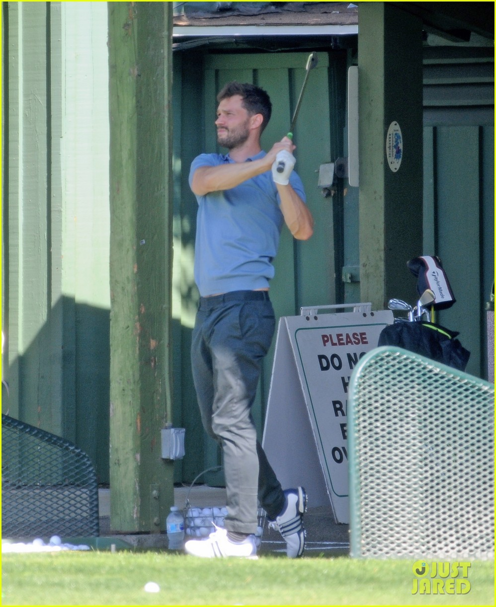 jamie dornan flaunts his biceps at the driving range 074032407