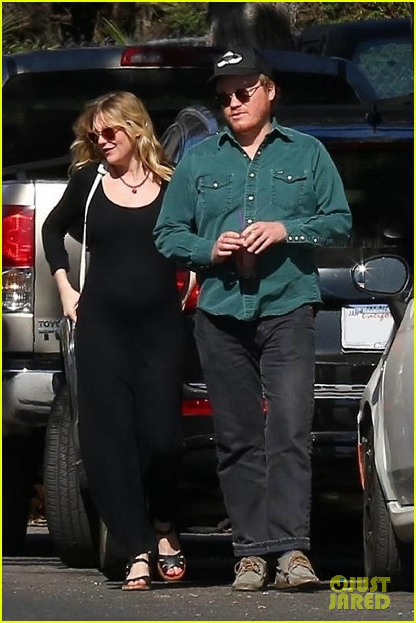 kirsten dunst puts baby bump on display in skintight dress 064029571