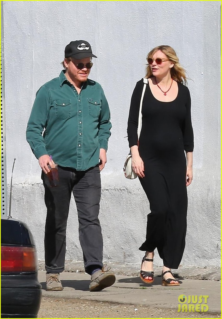 kirsten dunst puts baby bump on display in skintight dress 074029572