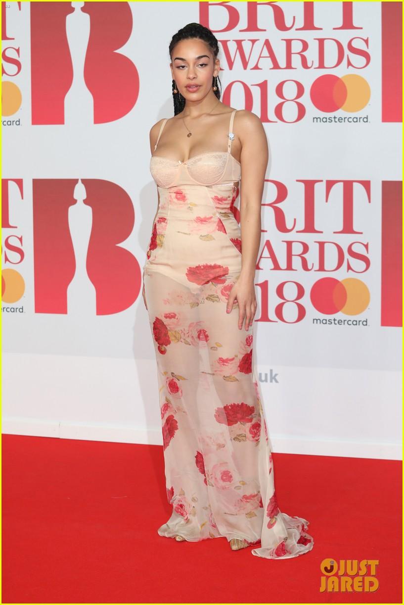 Paloma Faith Jorja Smith Amp Grace Chatto Hit Red Carpet At