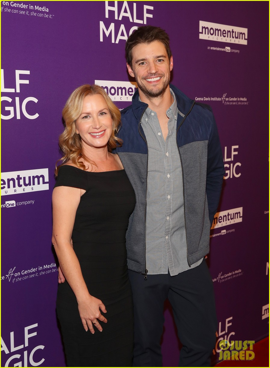 jenna fischer supports former co star anela kinsey at half magic premiere 05