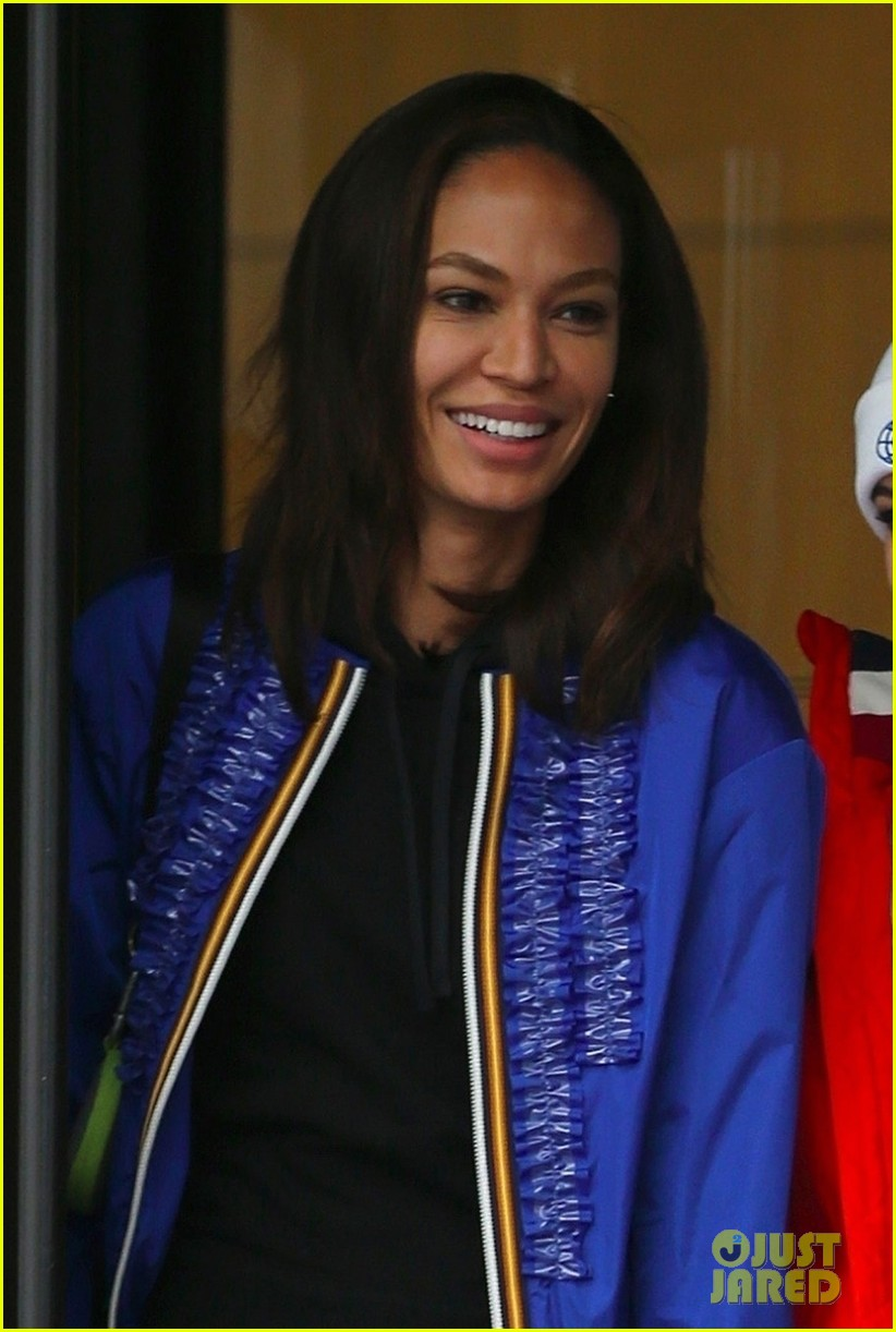 joan smalls hailey badwin work tommy hilfiger runway 064039043