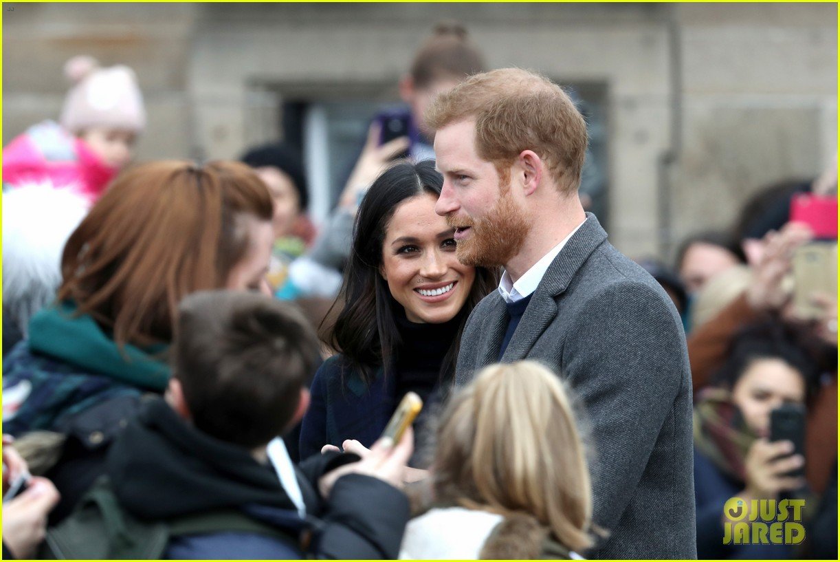 prince harry meghan markle get warm edinburgh welcome 024032062