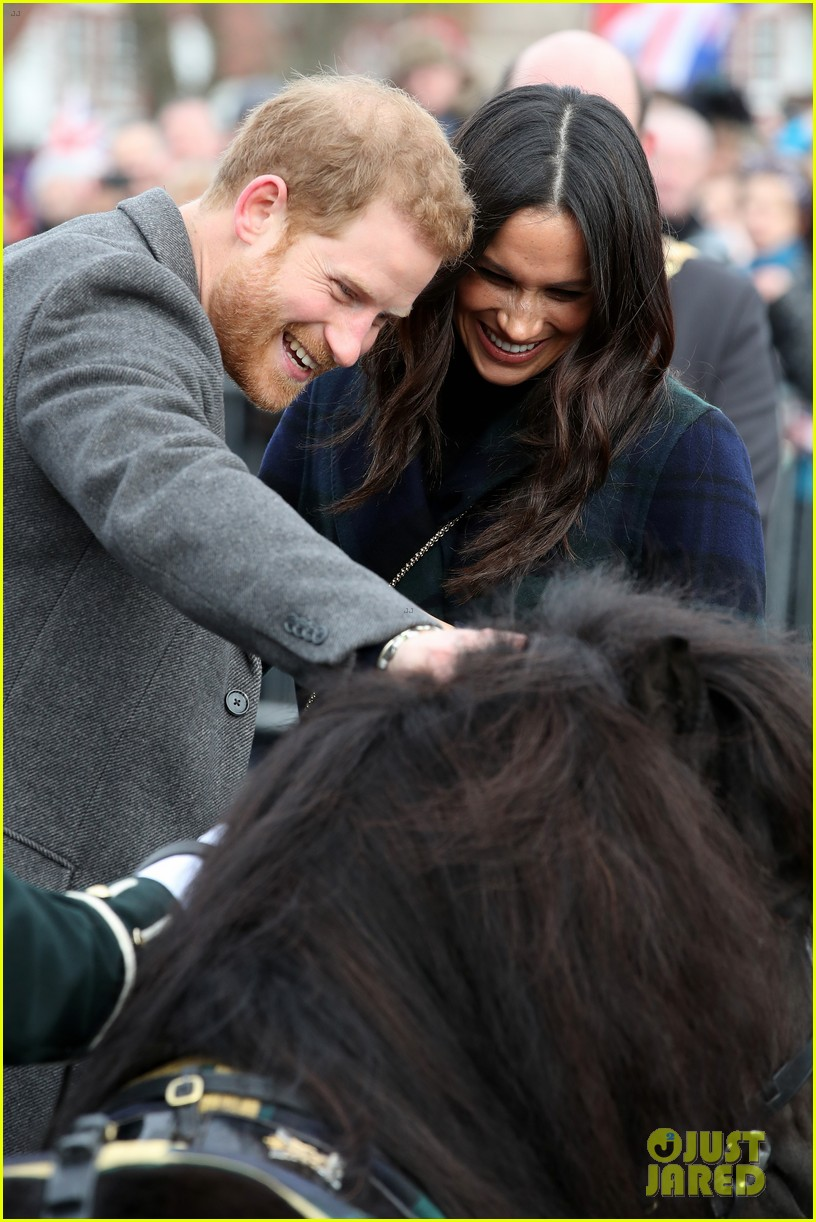 prince harry meghan markle get warm edinburgh welcome 274032087