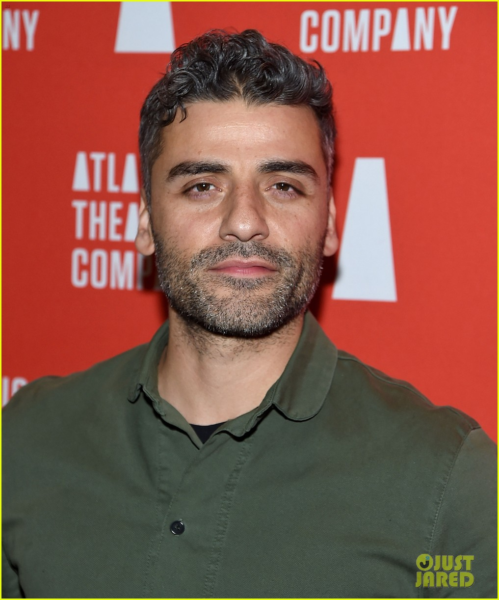 oscar isaac abbie cornish step out to support hangmen opening 03