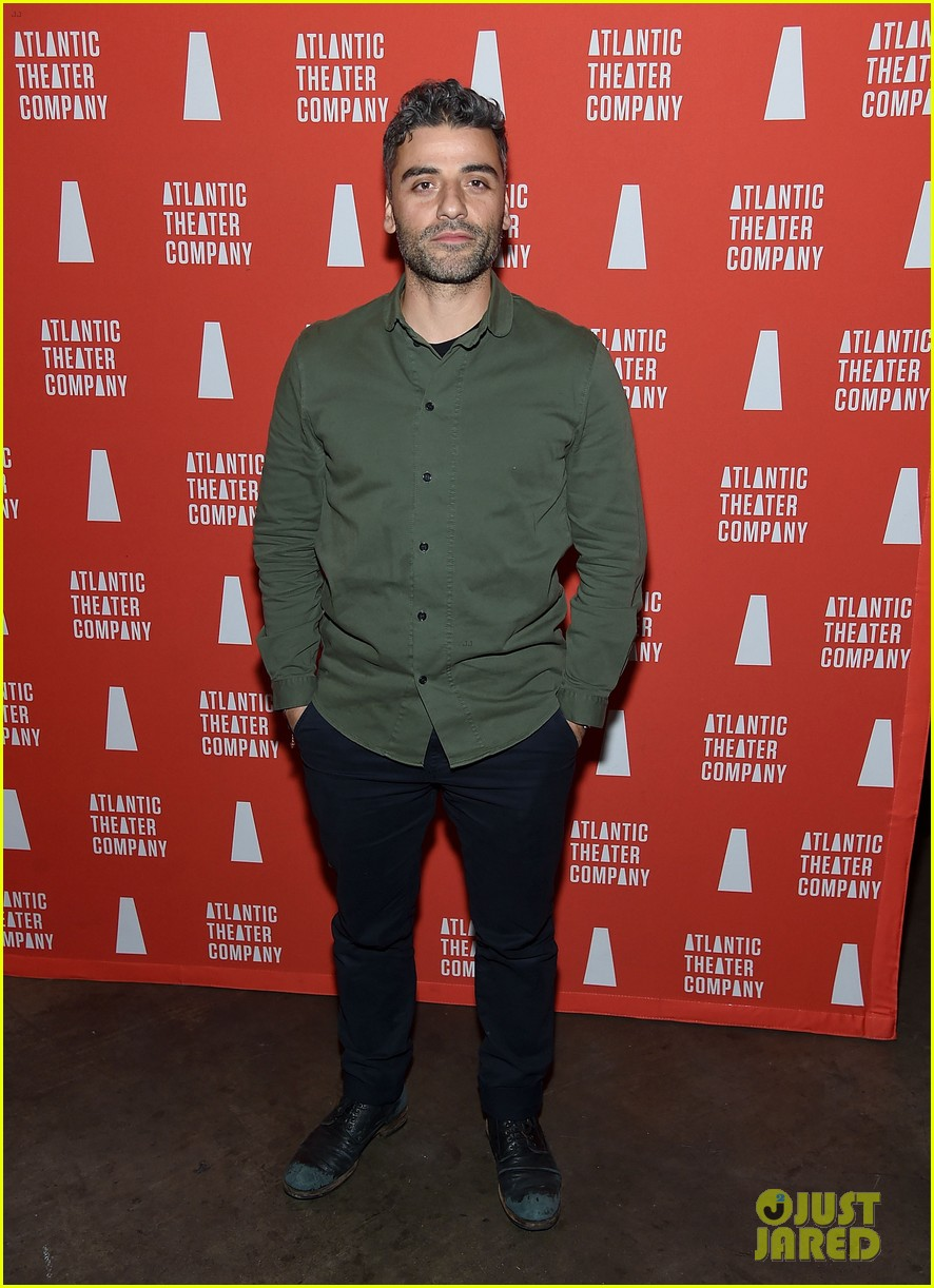 oscar isaac abbie cornish step out to support hangmen opening 09
