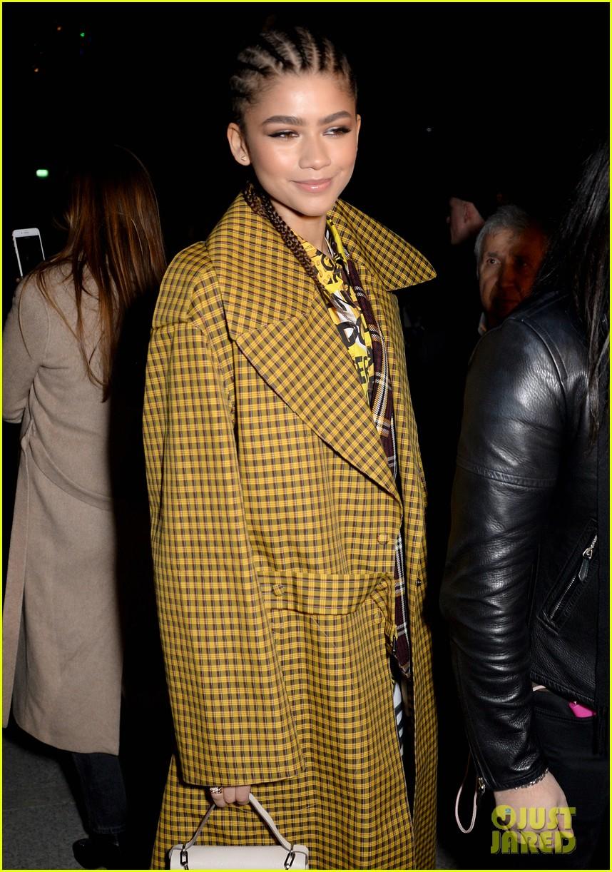 lily james keira knightley zendaya go glam for burberry fashion show 244034896