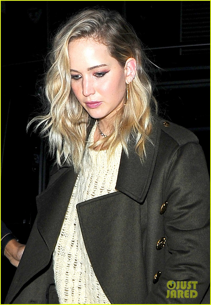 jennifer lawrence steps out for dinner in london 044034937
