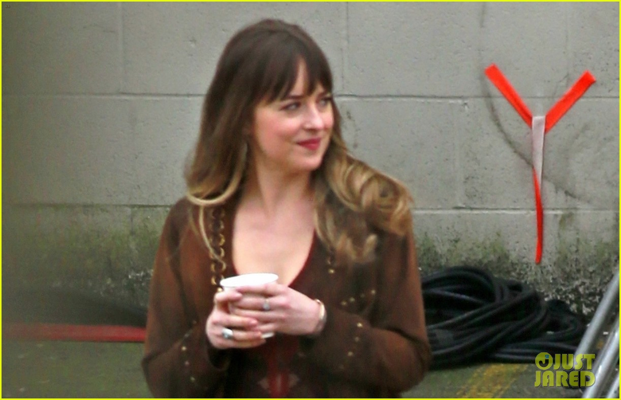 Dakota Johnson Gets to Work on 'Bad Times at the El Royale ...