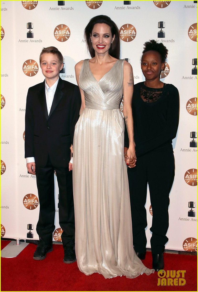 angelina jolie brings shiloh zahara to annie awards 2018 054026836