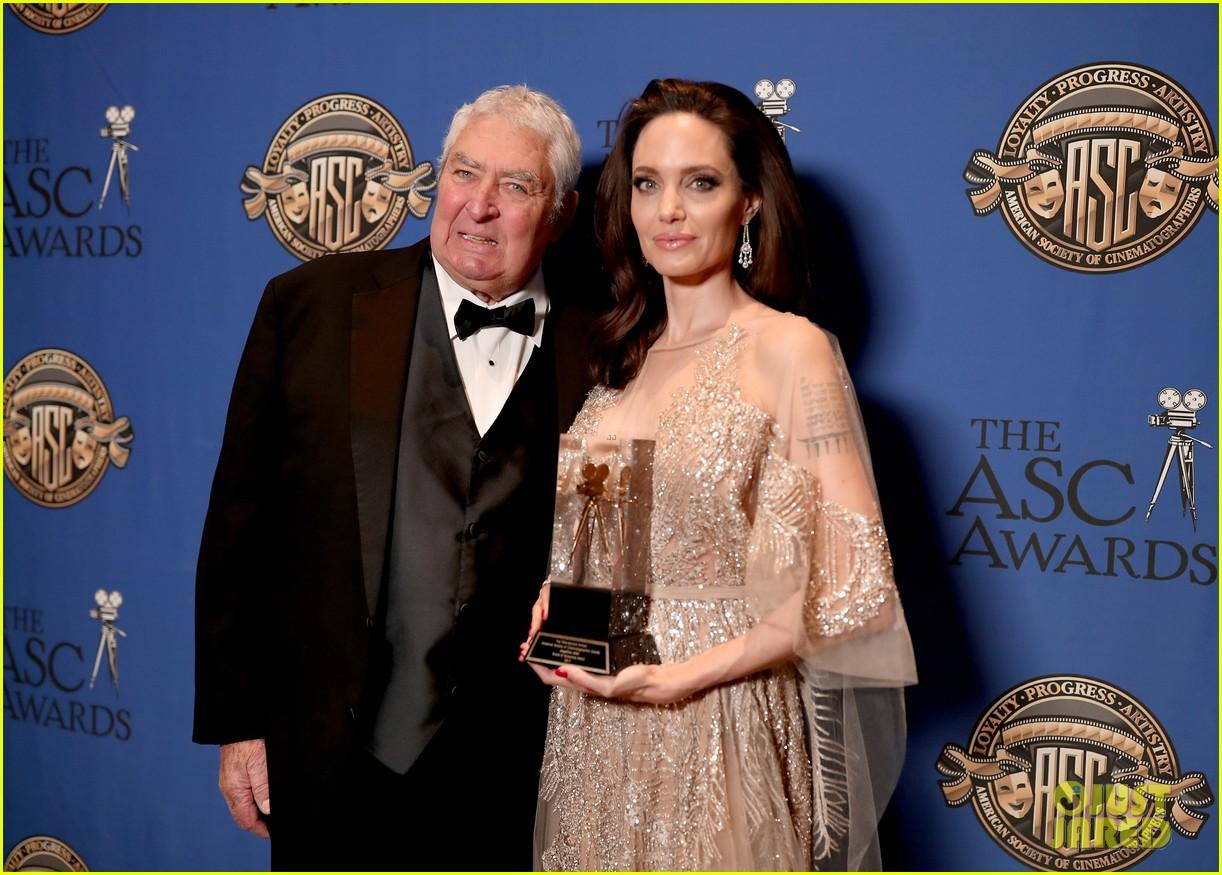angelina jolie shines at cinematographers awards 024034898