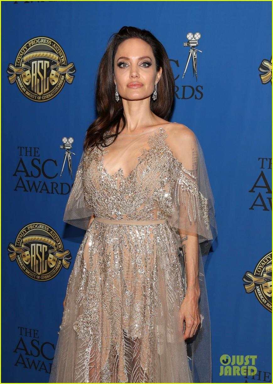 angelina jolie shines at cinematographers awards 034034899
