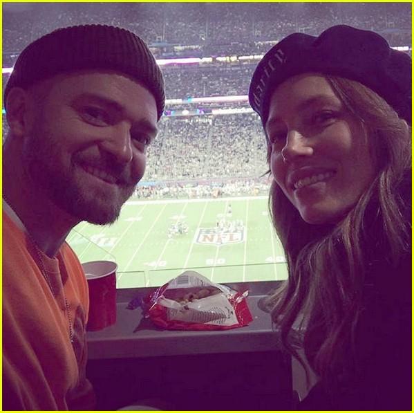 Justin Timberlake Snaps Selfie With Jessica Biel At Super