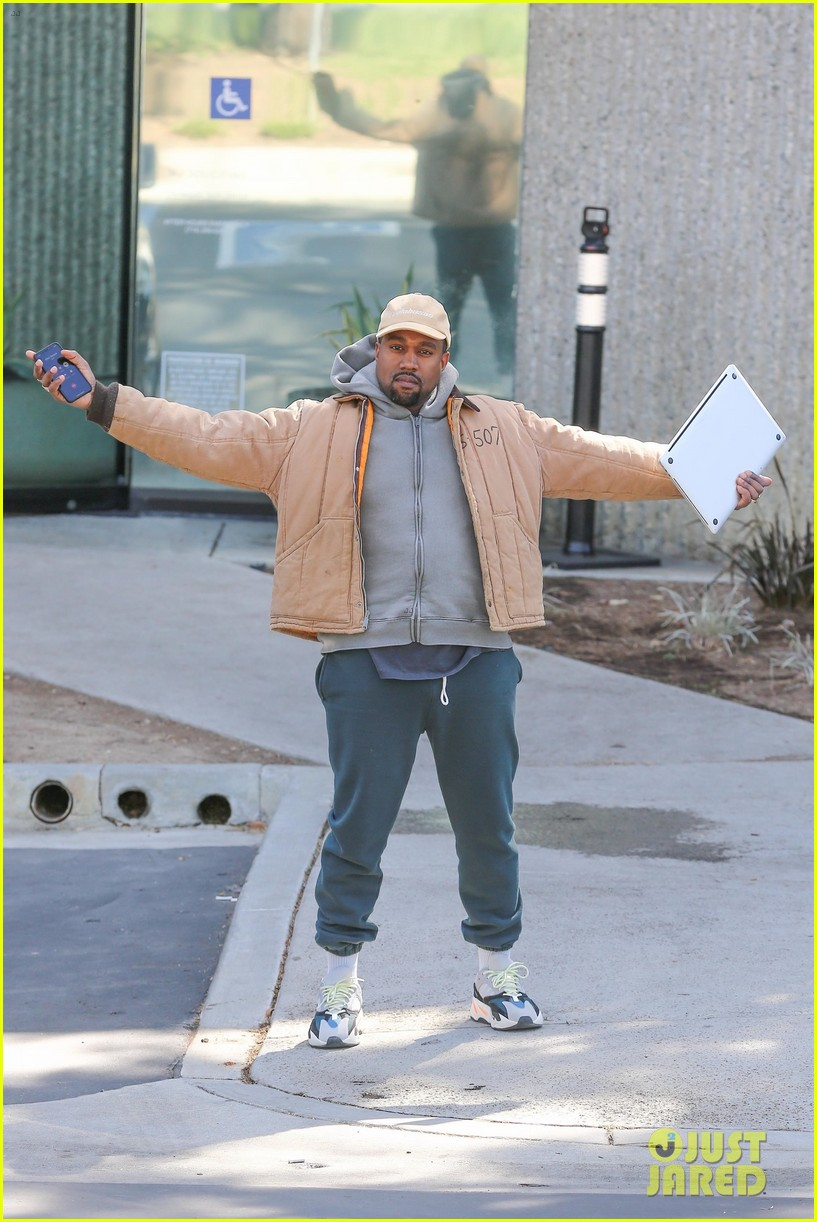Kanye West Greets Photographers With Open Arms While Heading to His Studio!