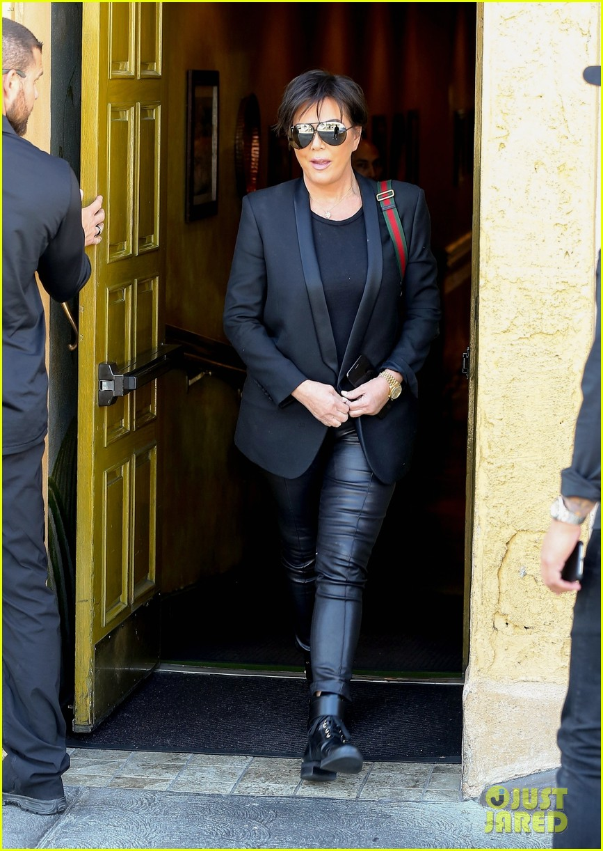 kim kardashian wears form fitting clothes for lunch with family 034033961