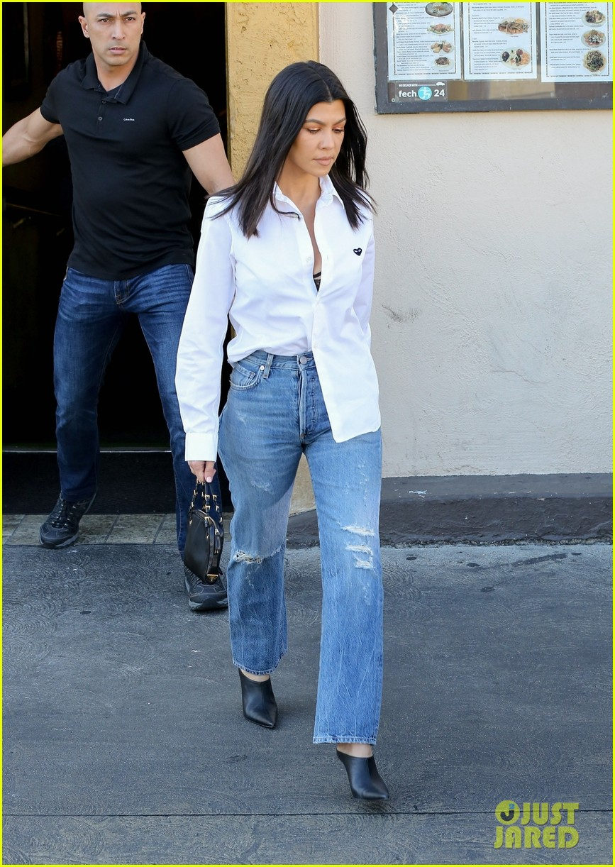 kim kardashian wears form fitting clothes for lunch with family 054033963
