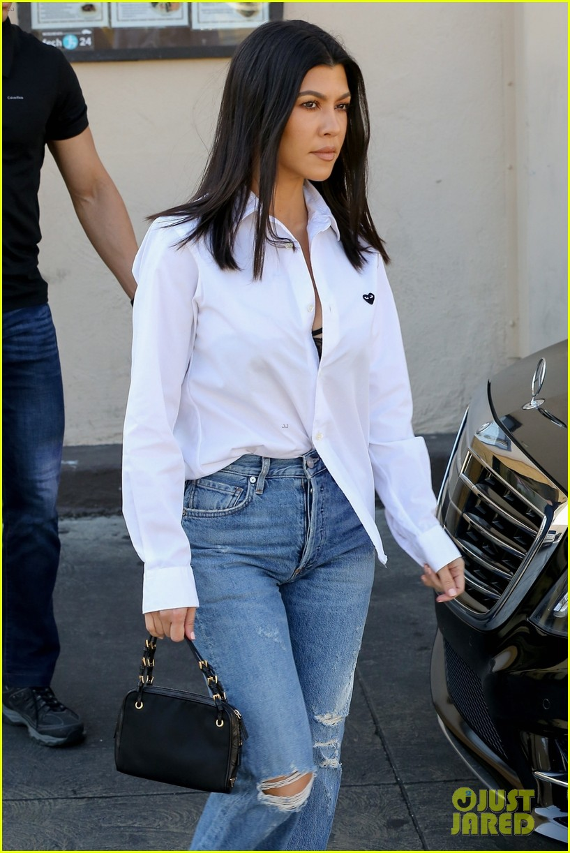 kim kardashian wears form fitting clothes for lunch with family 074033965