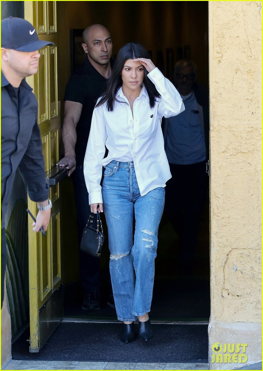 kim kardashian wears form fitting clothes for lunch with family 284033986