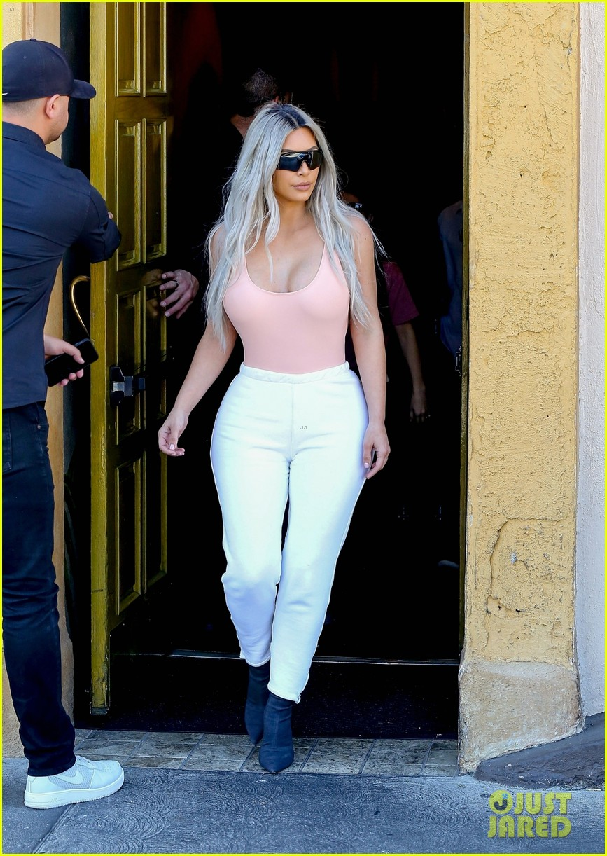 kim kardashian wears form fitting clothes for lunch with family 294033987