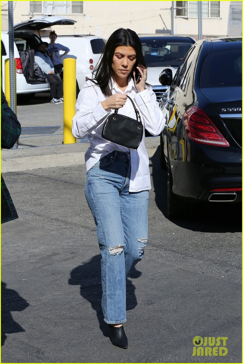 kim kardashian wears form fitting clothes for lunch with family 394033997