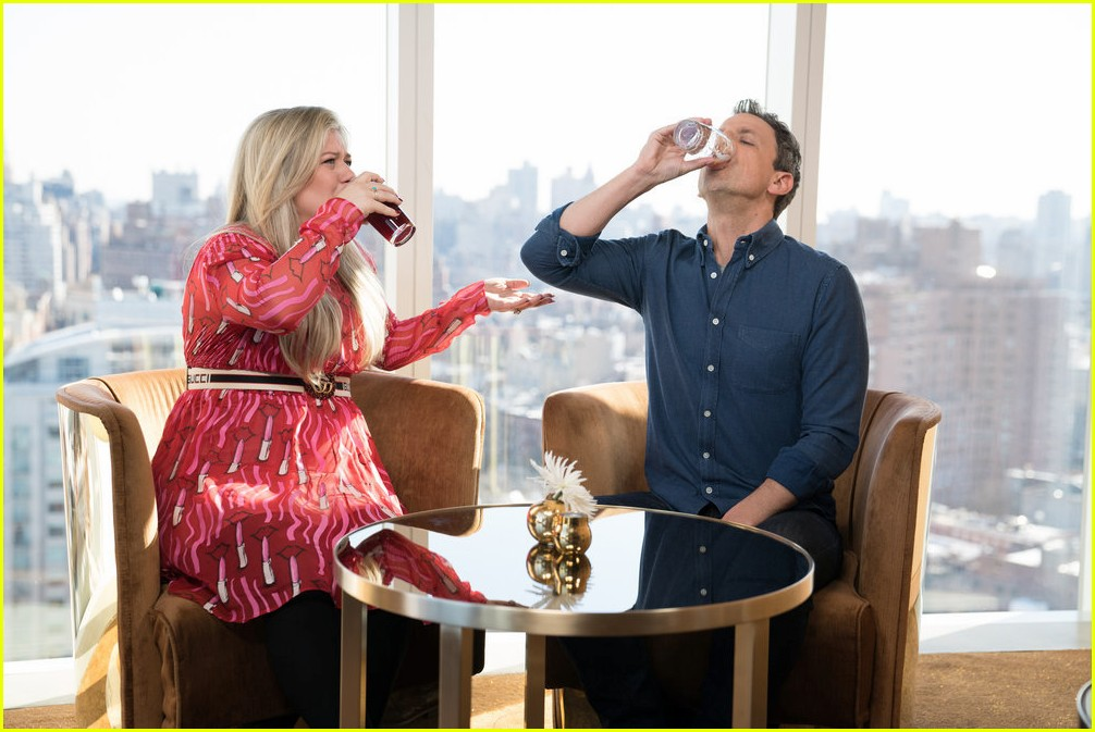 kelly clarkson seth meyers day drinking 034026127