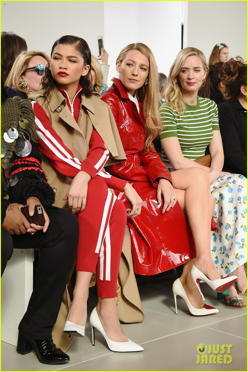 blake lively emily blunt zendaya buddy up at michael kors collection nyfw runway show 044032941