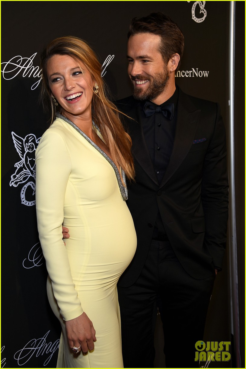 ryan reynolds bakes heart shaped cake for blake lively for valentines day 064033917