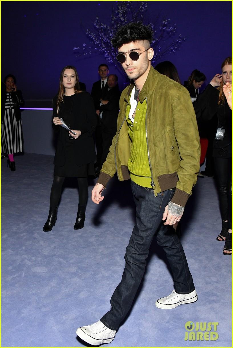 zayn malik and hailey baldwin watch kaia gerber walk in tom ford fashion show 074030116