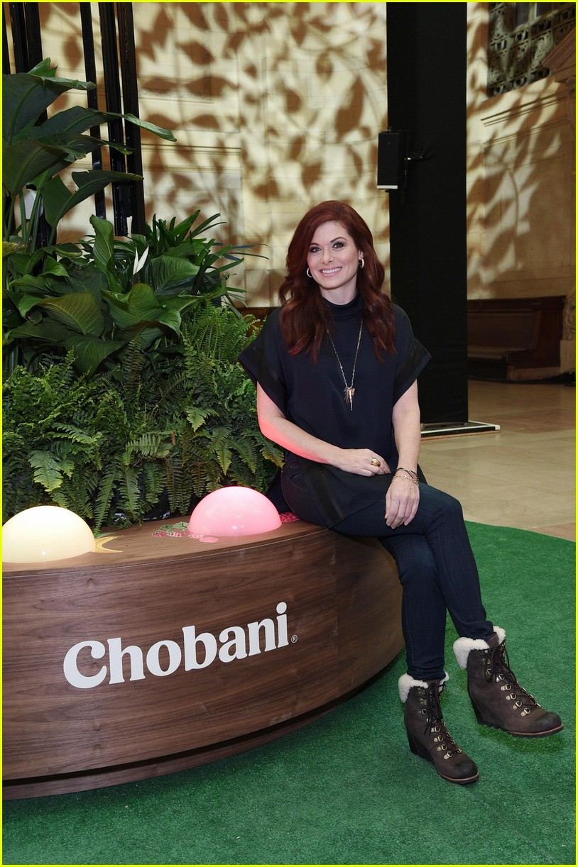 debra messing is all smiles at chobanis 10 year anniversary celebration 034031977