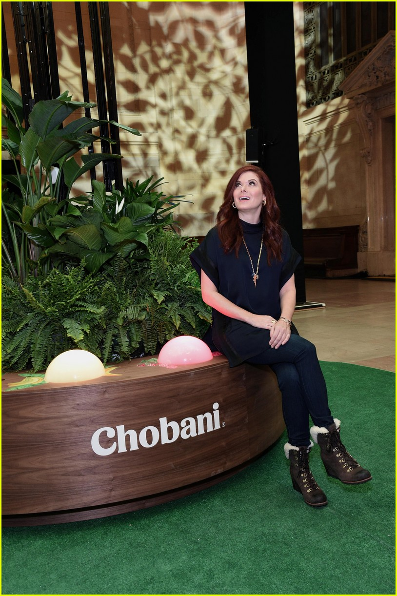 debra messing is all smiles at chobanis 10 year anniversary celebration 044031978