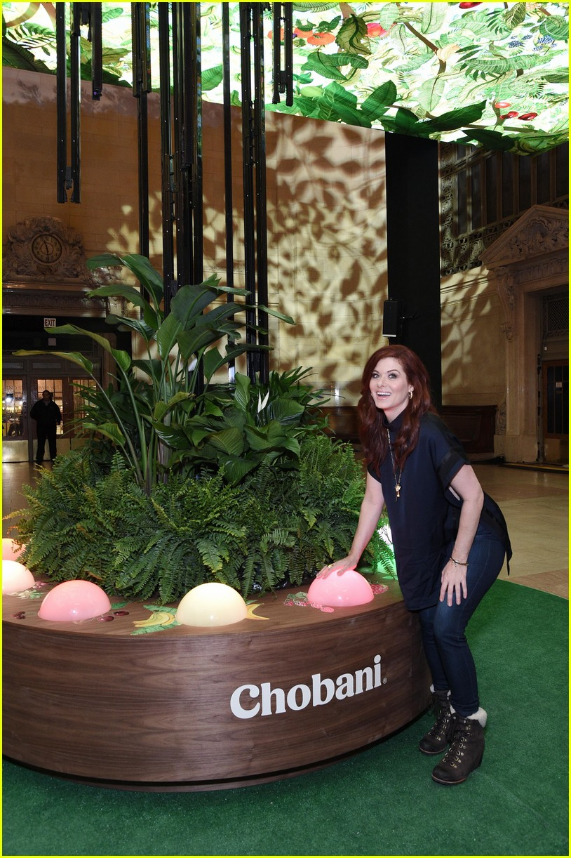 debra messing is all smiles at chobanis 10 year anniversary celebration 064031980