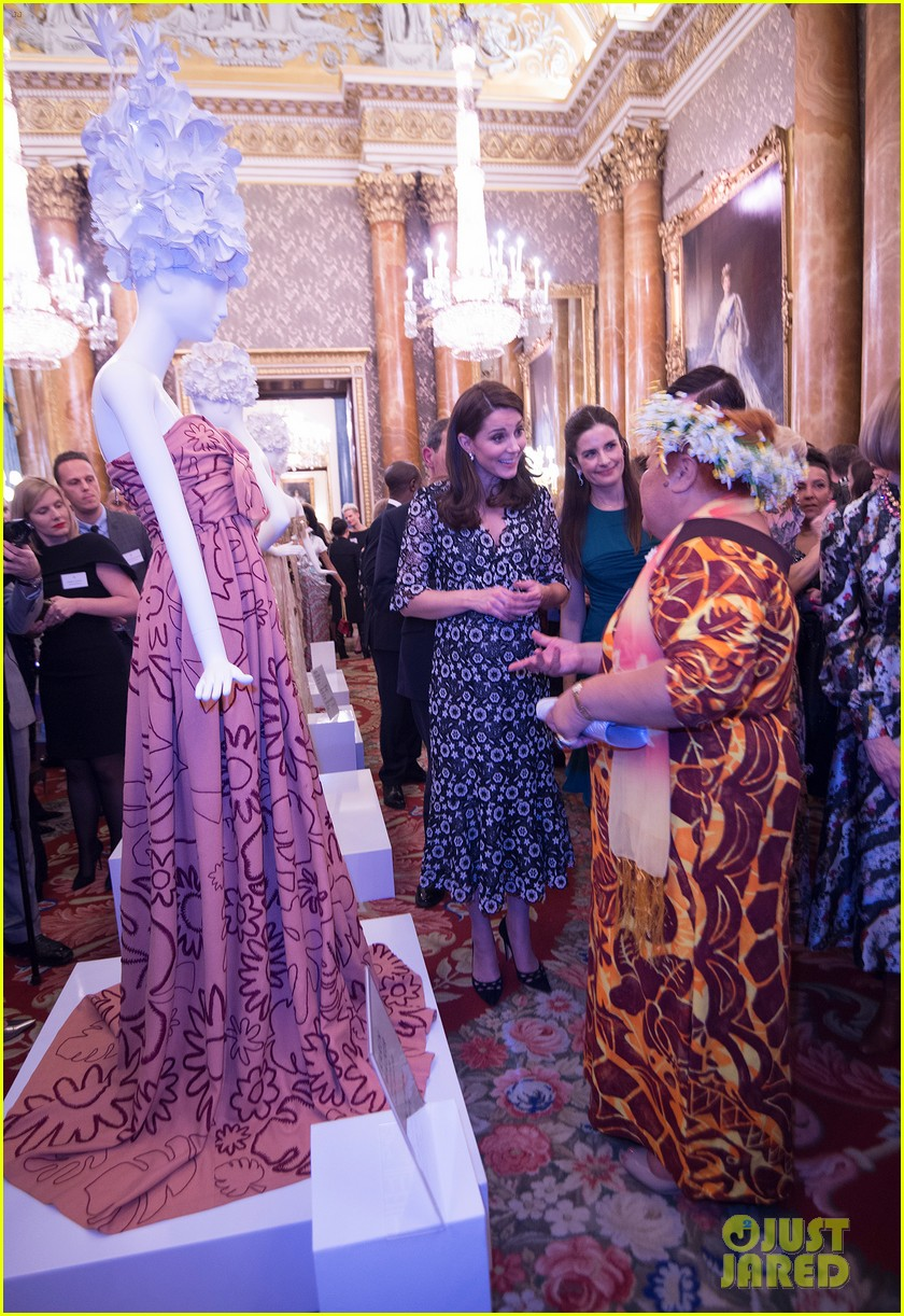 pregnant kate middleton attends fashion event at buckingham palace 044035691