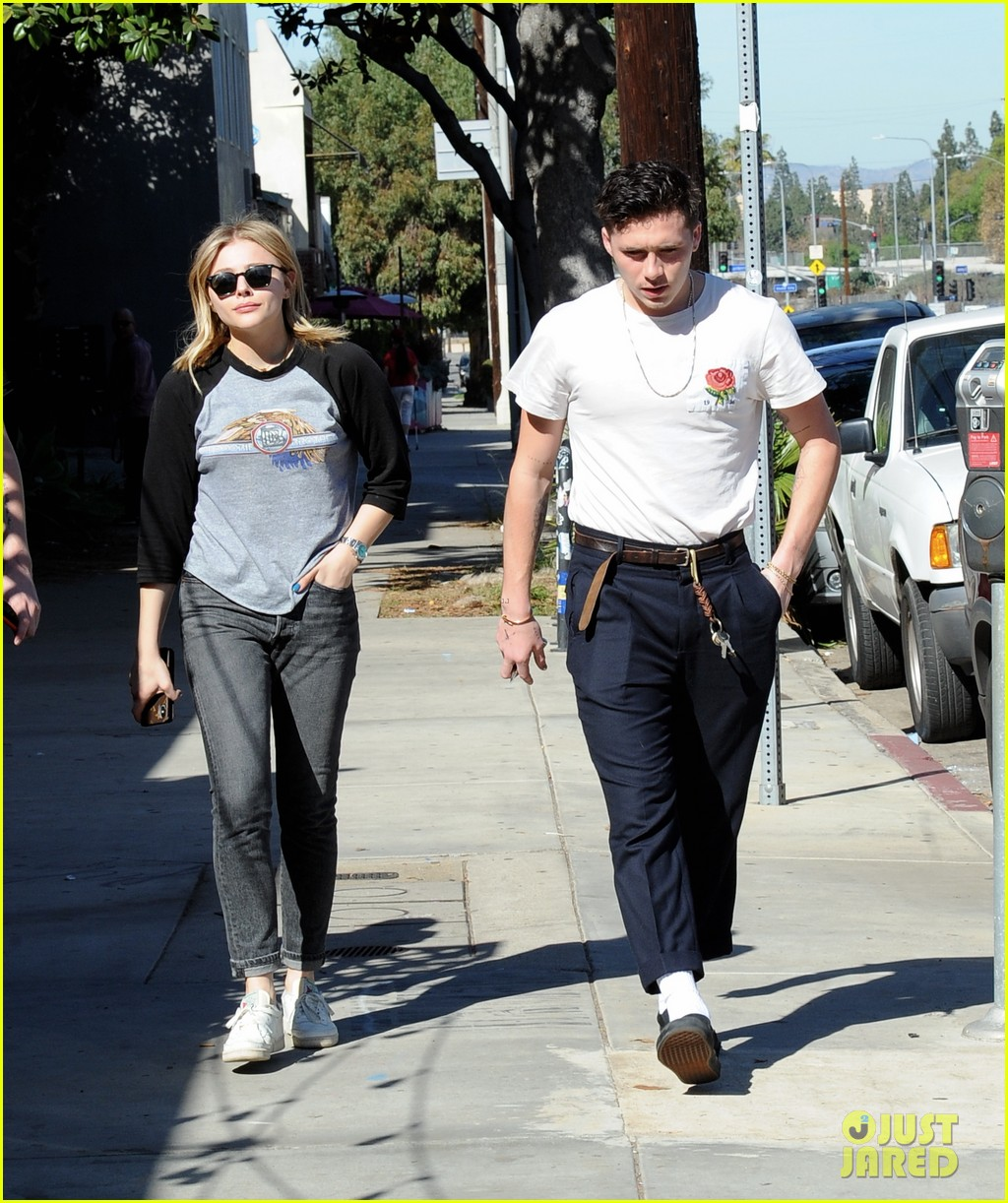 zoe and chloe out to lunch dating