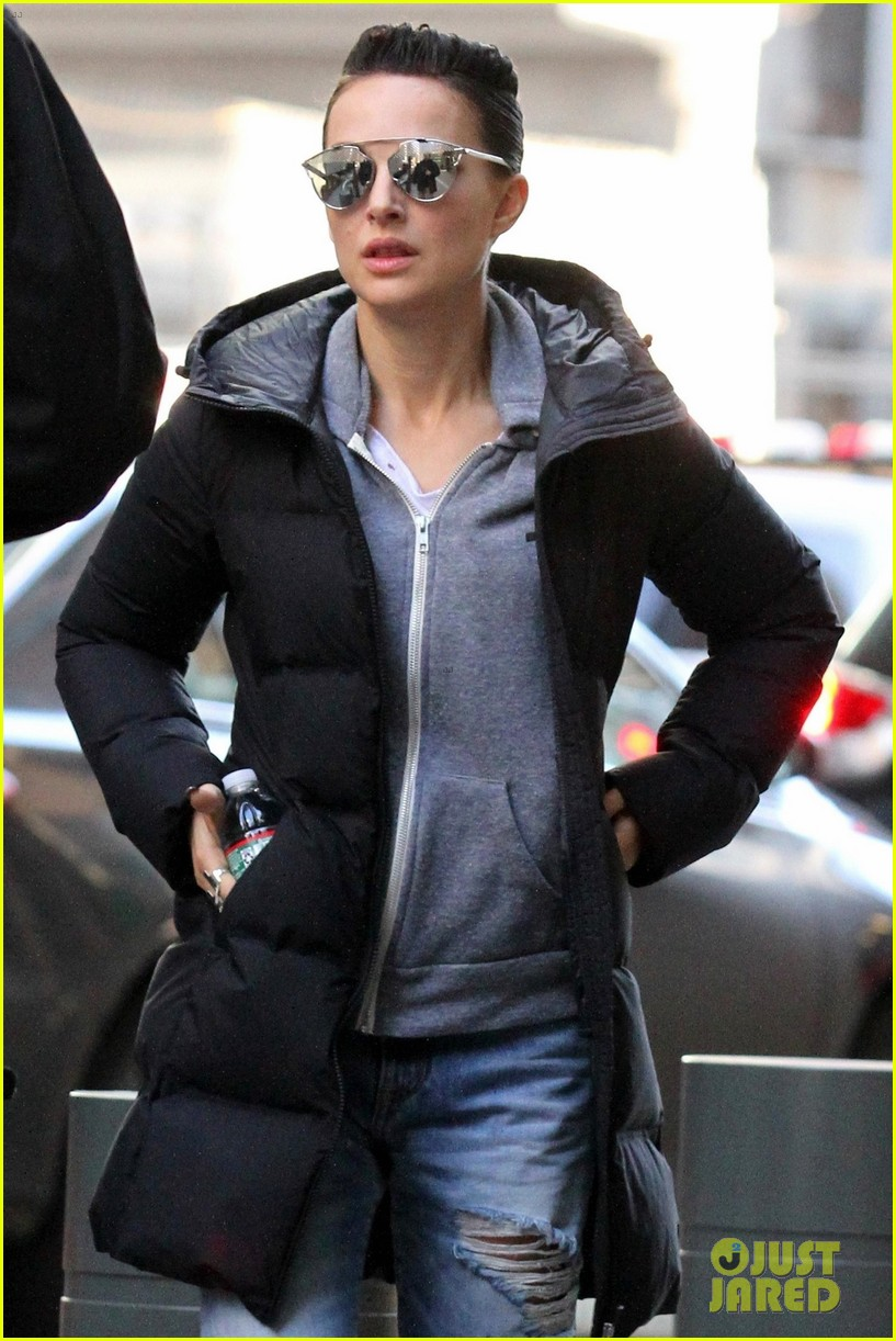 Natalie Portman Looks Edgy With Short Hair While Filming Vox Lux In Nyc Photo 4040316 Natalie Portman Pictures Just Jared