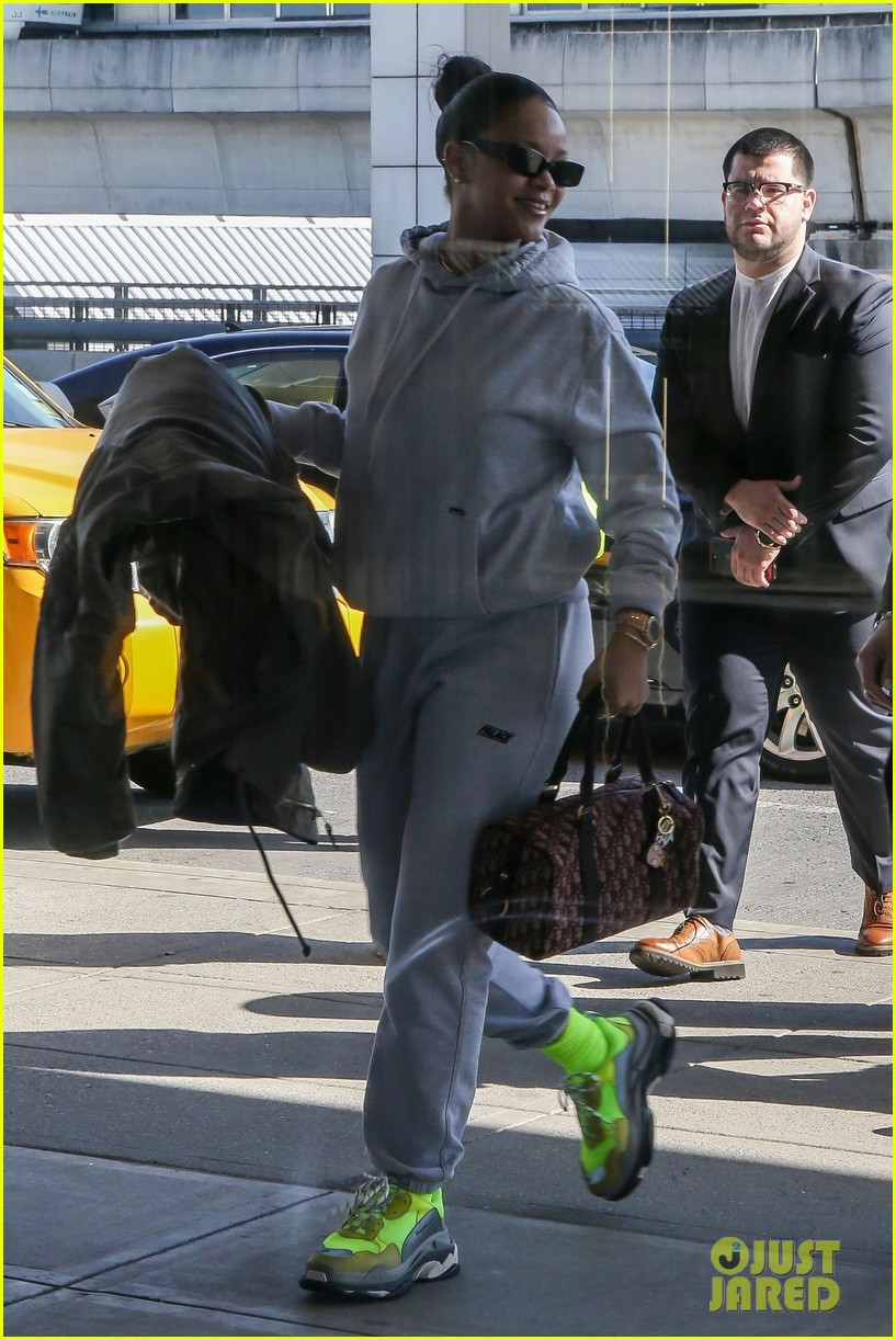 rihanna jfk airport february 2018 014040370