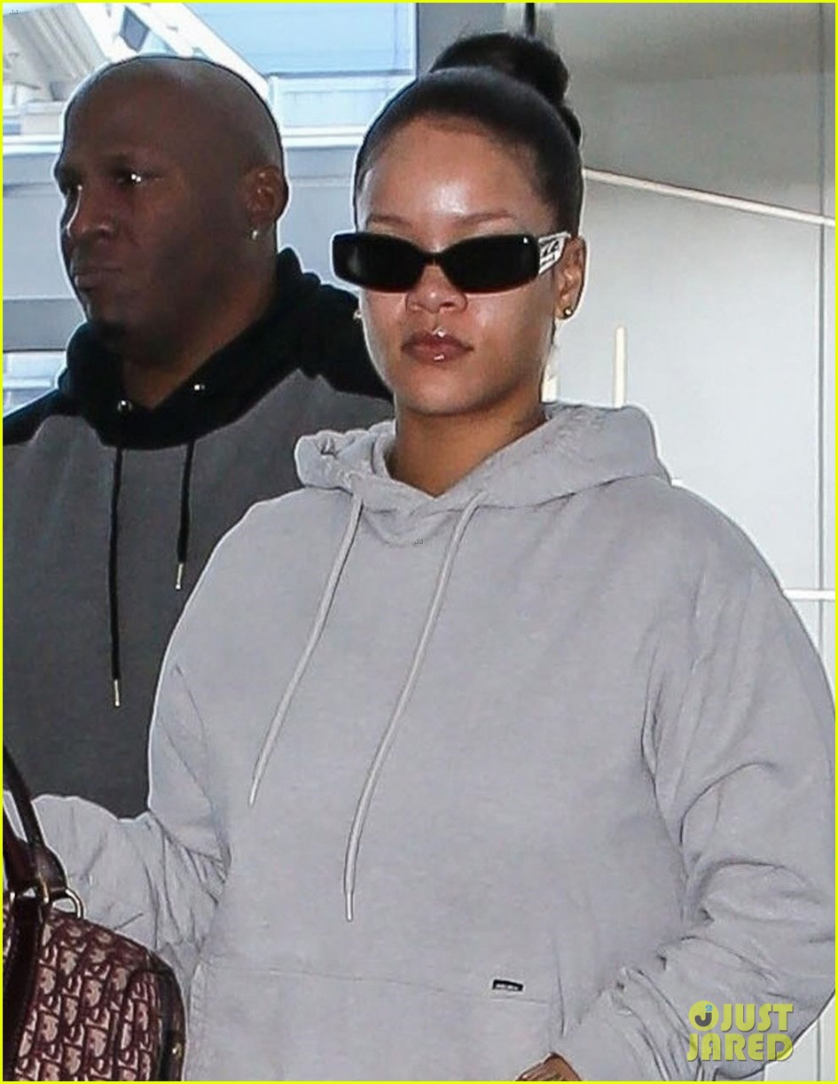 rihanna jfk airport february 2018 044040373