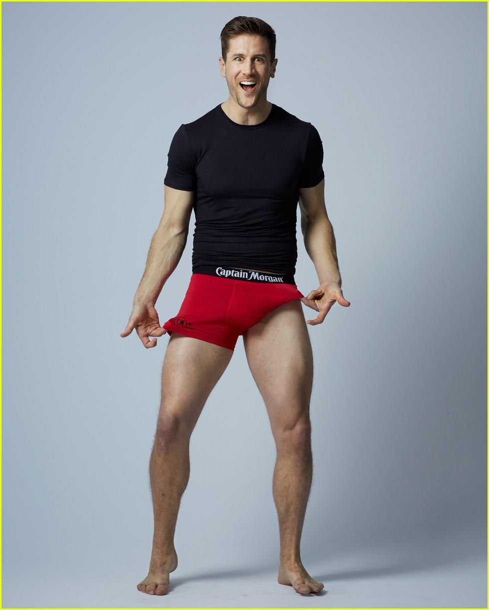 The Bachelorette S Jordan Rodgers Models Underwear For Valentine S