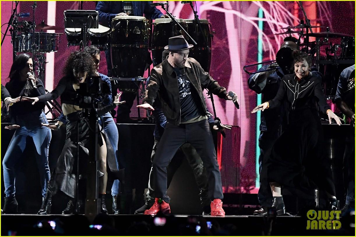 7135efce4cdf Justin Timberlake   Chris Stapleton Perform  Say Something  at Brit Awards  2018