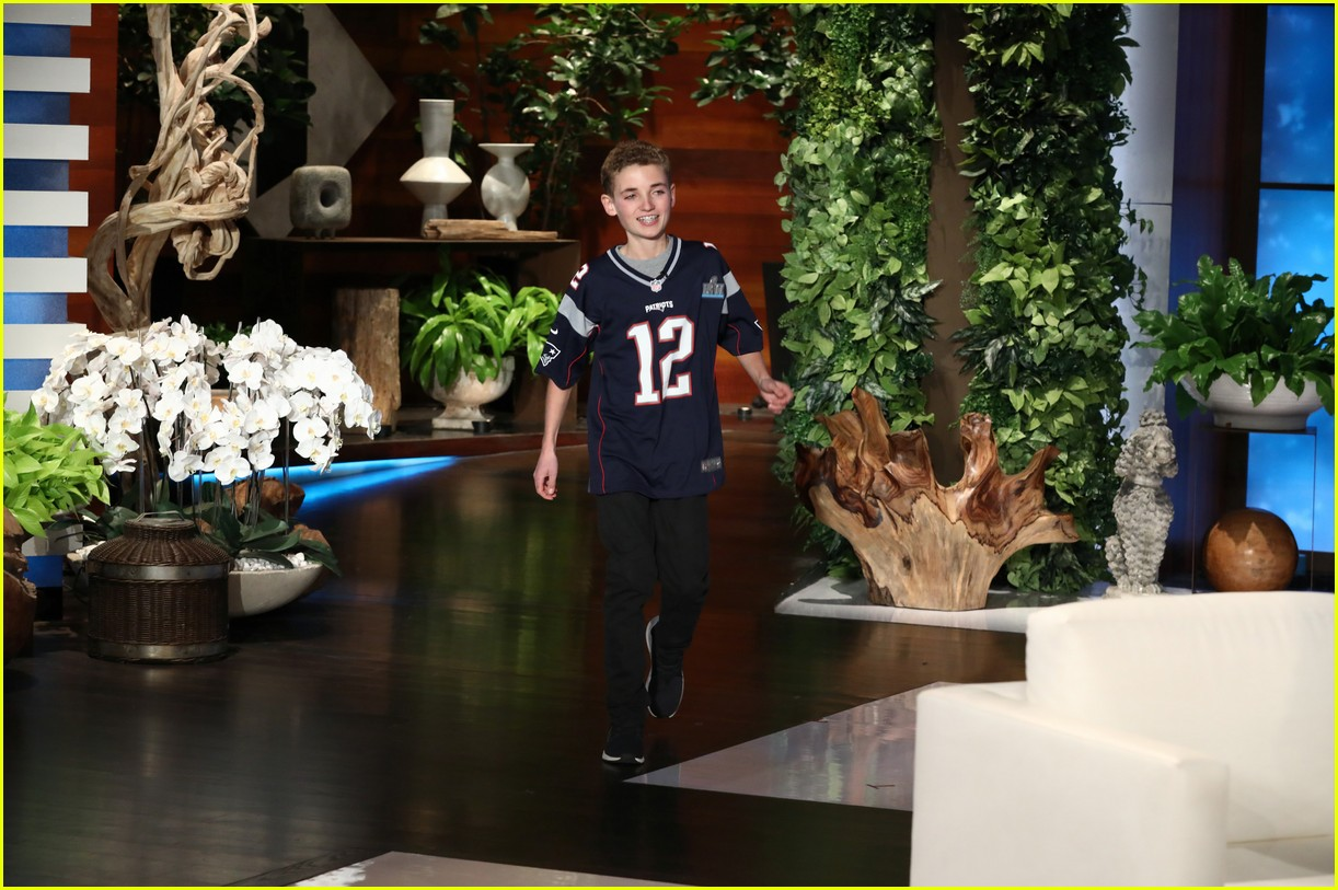 justin timberlake surprises super bowl selfie kid on ellen 014030160