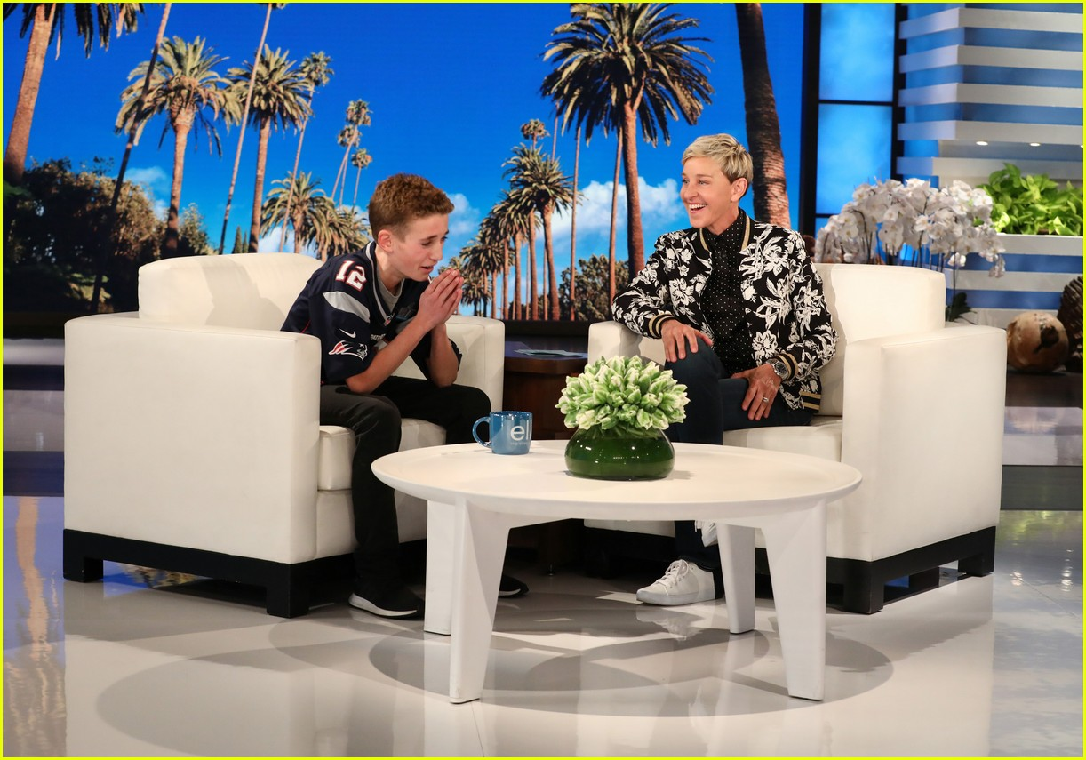justin timberlake surprises super bowl selfie kid on ellen 034030162