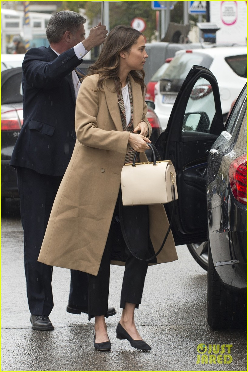 Alicia Vikander Amp Michael Fassbender Have A Lunch Date In